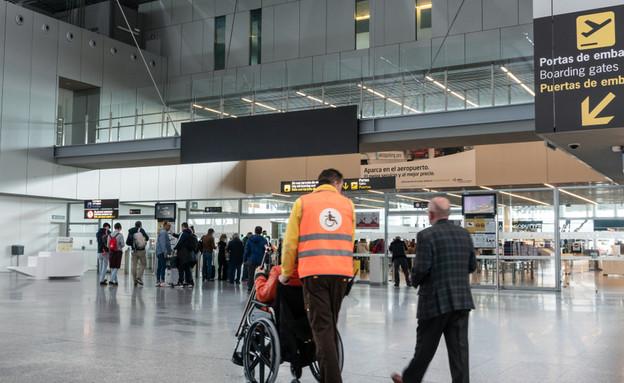 כיסא גלגלים בשדה התעופה (צילום:  Formatoriginal, shutterstock)