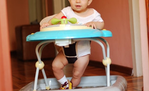 הליכון לתינוק (צילום: shutterstock | Marian Fil)