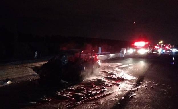 """תאונת דרכים רכב שרוף (צילום: תיעוד מבצעי מד""""א)"""