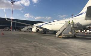 """מטוס שהופנה מנתב""""ג בשל מזג האוויר ונחת בשדה התעופה רמון  (צילום: רשות שדות התעופה)"""