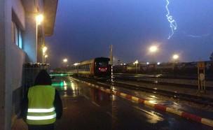 ברק בתחנת רכבת ישראל (צילום: אנטון שחרוב, רכבת ישראל)