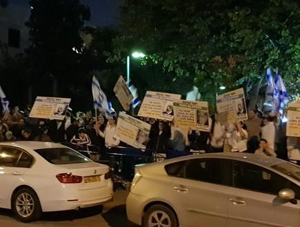הפגנה מול ביתו של חולדאי נגד תחבורה ציבורית בשבת