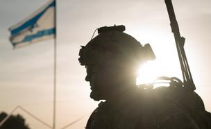 """חייל, דגל, אילוסטרציה (צילום: דובר צה""""ל )"""