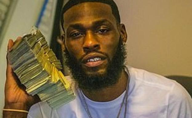 גנב עשרות אלפי דולרים ונתפס לאחר שהעלה תמונות לרשת (צילום: פייסבוק)