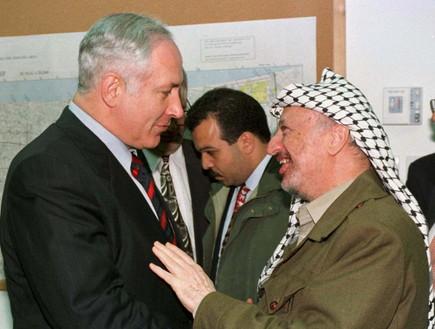 האם נתניהו פגע בבטחון מדינת ישראל לכאורה? האם פרשת הצוללות הייתה הפעם הראשונה או שזה סדרתי? Arafatnetanyahu_c