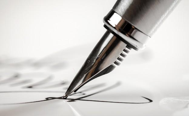 חתימה אילוסטרציה (צילום: Billion Photos, Shutterstock)