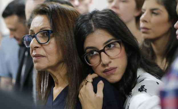 אמה ואחותה של נעמה יששכר בערעור (צילום: AP)