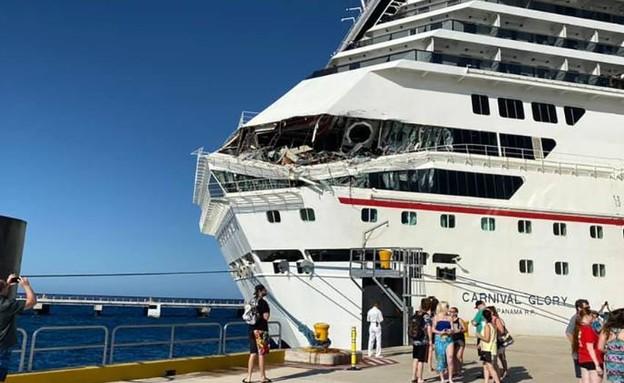 הנזק לספינת התענוגות לאחר התאונה, מקסיקו (צילום: CNN)
