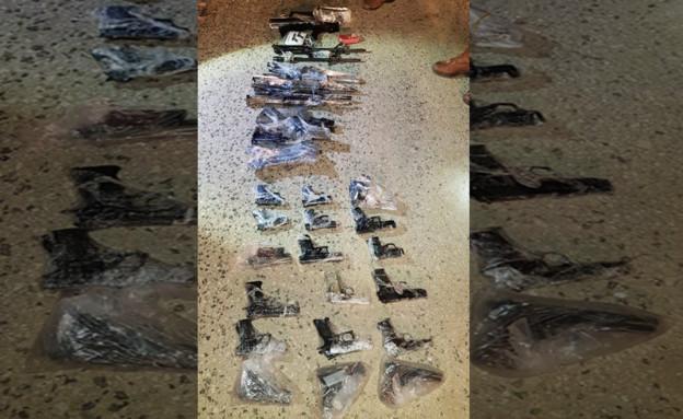 """אמצעי לחימה שהברחו לשטח ישראל (צילום: דובר צה""""ל)"""
