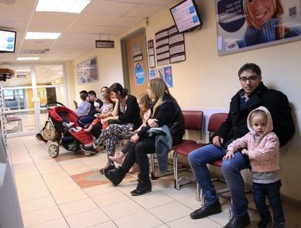 ישראלים מחכים בתור לחיסון מפני שפעת חזירים, 2015