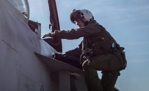 טייסת הצי בפעילות (צילום: US Navy/MCS 3rd Class Mark Thomas Mahmod)