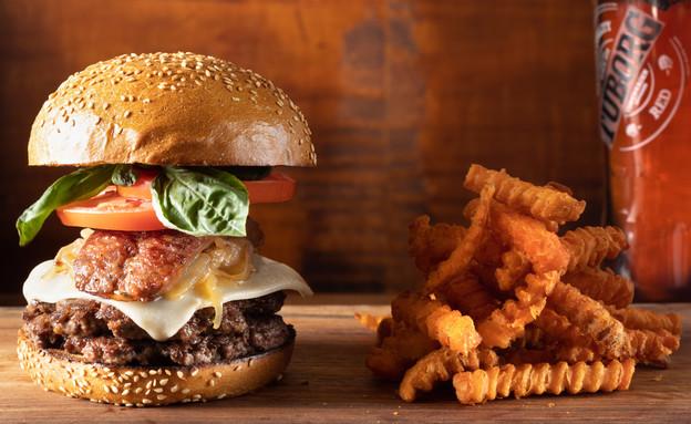 סמאש בורגר בהמבורגריית הרווי'ס (צילום: דניאל לילה, יחסי ציבור)
