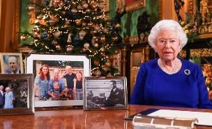 המלכה אליזבת' ותמונת חג המולד (צילום: מתוך עמוד האינסטגרם של ארמון קנזינגטון)
