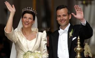 ארי בן ומרתה לואיז, נסיך ונסיכת נורווגיה, בחתונתם ב-2002 (צילום: רויטרס)