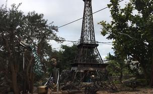 היצירות של אמן הברזל וסים בוקאי בכפר שעב (צילום: וסים בוקאי)
