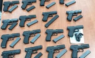 כלי הנשק שנתפסו בשנה האחרונה במגזר הערבי (צילום: החדשות 12)