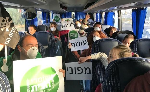 תושבים מפגינים נגד תחילת הוצאת הגז (צילום: שומרי הבית)