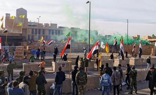 המהומות מול שגרירות ארצות הברית בעירק (צילום: שי פרנקו,רויטרס)