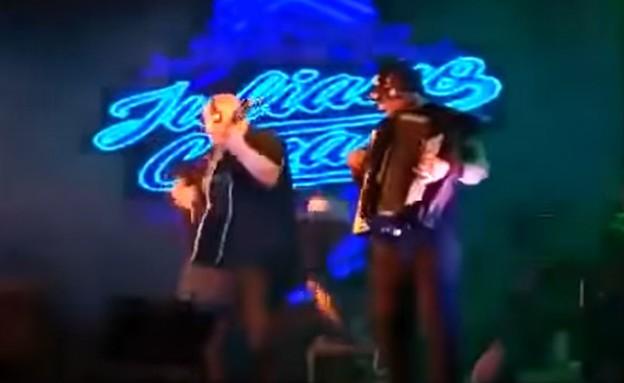 הזמר הברזילאי שהתמוטט על הבמה (צילום: צילום מסך מתוך יוטיוב)