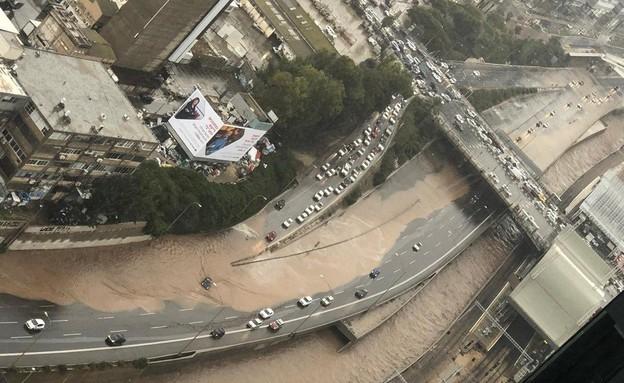 נתיבי איילון הוצפו בתל אביב (צילום: אלי טרבלסי)