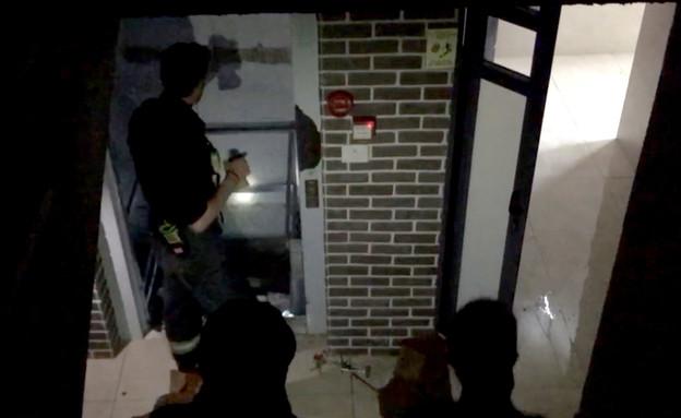 אנשים תקועים במעלית בעקבות שטפונות