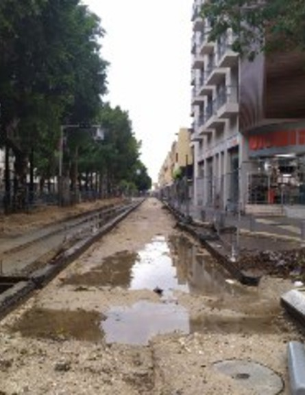 תוואי הרכבת הקלה לאחר הסערה (צילום: חוסין אל אוברה)
