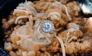 הצעת נישואים בקערת עוף (צילום: Facebook)