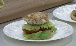 המבורגר דג (וידאו AVI: מבשלים עם קשת)