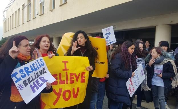 הפגנת תמיכה של ישראלים בצעירה הבריטית בקפריסין
