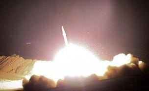 שיגור טילים על בסיס אמריקני בעירק (צילום: Christine and Steve Tan, ללא)