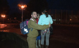 נהריה: חייל מחלץ תושבים מהשטפונות (צילום: חדשות 12)