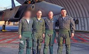"""סא''ל ד' עם מפקד חיל האוויר וקצינים מארה''ב (צילום: חיל האוויר, דובר צה""""ל)"""