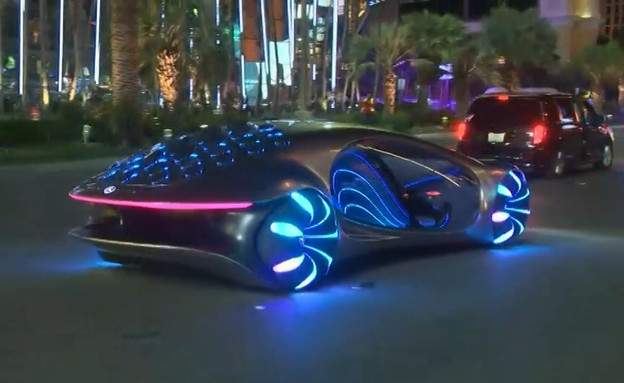 """המרצדס שהגיעה מהעתיד - אקסטרה 2 (צילום: מתוך """"next"""", קשת 12)"""