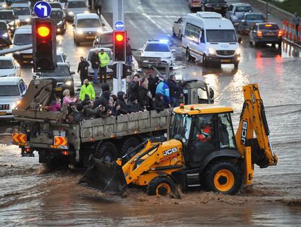 חילוץ אזרחים בהצפה בנהריה