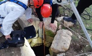תיעוד מחילוץ הכלב בנגב (צילום: כבאות והצלה לישראל)