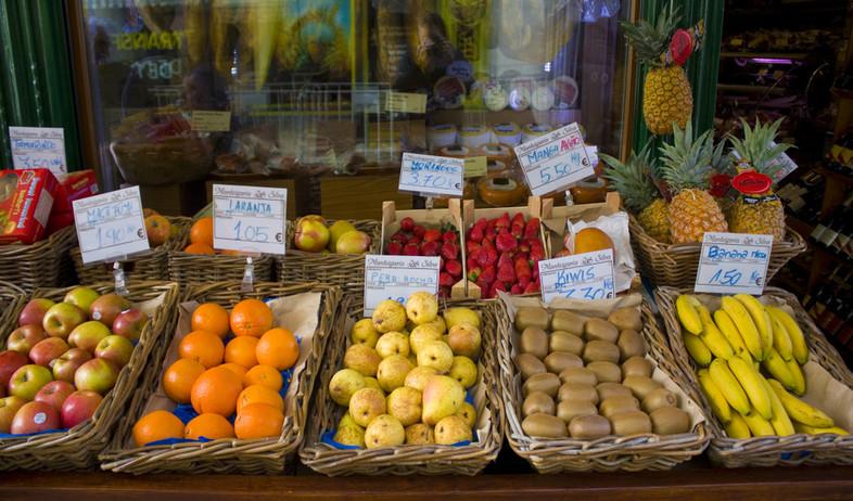 דוכן ירקות בליסבון (צילום: lindasky76, shutterstock)