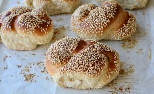 לחמניות בייגלה ירושלמי בצורת שמונה (צילום: קרן אגם, אוכל טוב)