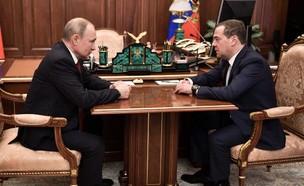 ראש ממשלת רוסיה המתפטר מדבדב והנשיא פוטין (צילום: CNN)