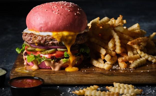 בורגרסטיישן 23 המבורגר לחמנייה אדומה  (צילום: אנטולי מיכאלו, יחסי ציבור)
