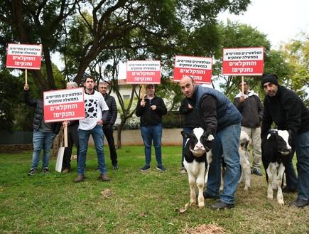 חקלאים מפגינים מול הבית של בנט