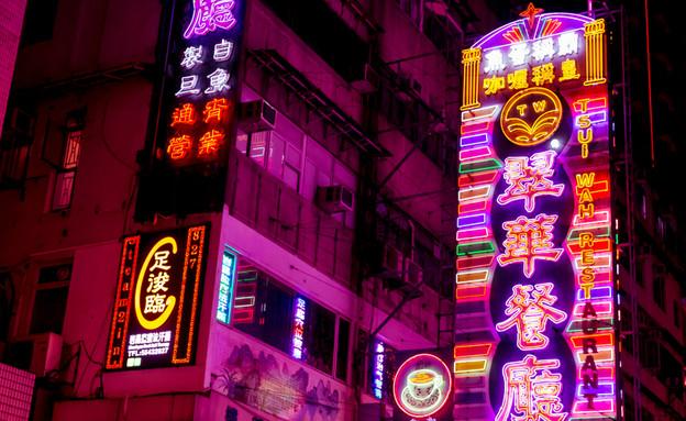 אורות ניאון ביפן (צילום: Tom Eversley, ShutterStock)