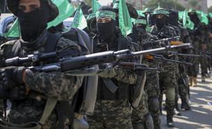 מחבלים חמאס רצועת עזה חמושים (צילום: פלאש 90)