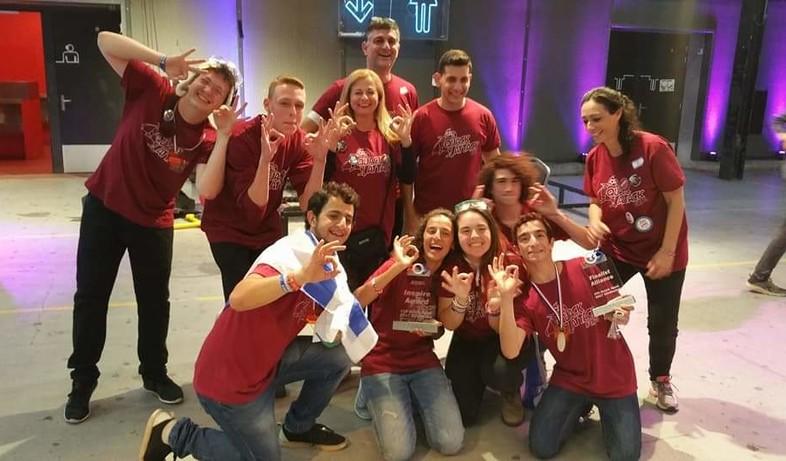 הנדסאים הרצליה, מקום ראשון בתחרות הרובוטיקה של FIRST בקטגוריית FTC (צילום: באדיבות בית הספר)