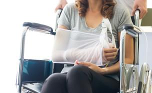 יד מגובסת (צילום: Shutterstock)