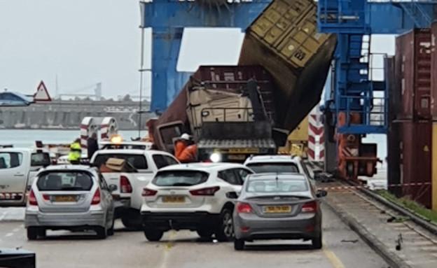 מכולה נפלה על משאית בנמל אשדוד