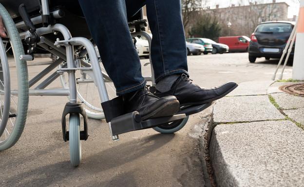 כיסא גלגלים (צילום: Andrey Popov, shutterstock)