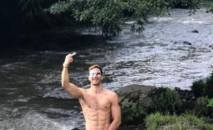 מייקל לואיס בתמונה פרובוקטיבית, ינואר 2020 (צילום: מתוך instagram)