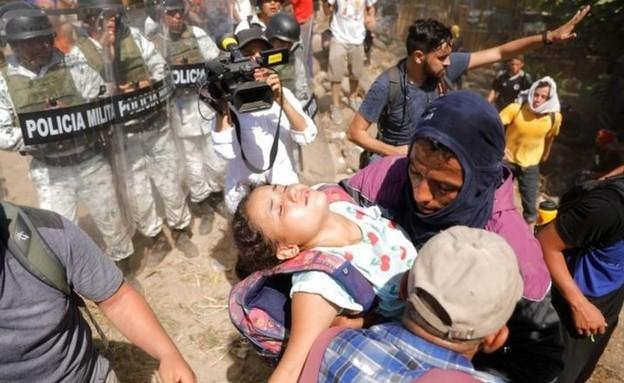 """המהגרים: """"מיואשים מהחום"""" (צילום: BBC)"""