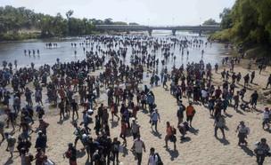 מקסיקו: מהגרים חצו את הנהר בניסיון להיכנס למדינה (צילום: AP)