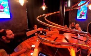 מסעדת רובוטים בוינה (צילום: אהוד קינן, קשת 12)